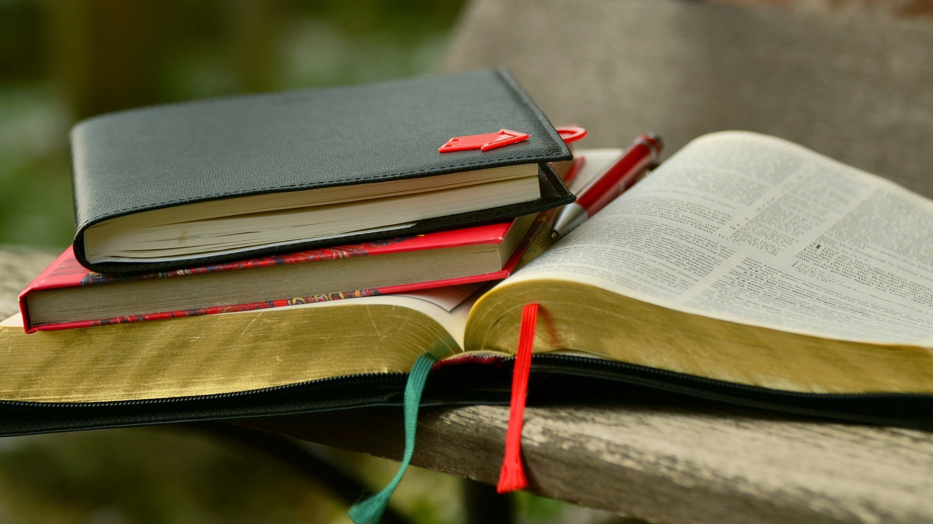 books-1155557_1920