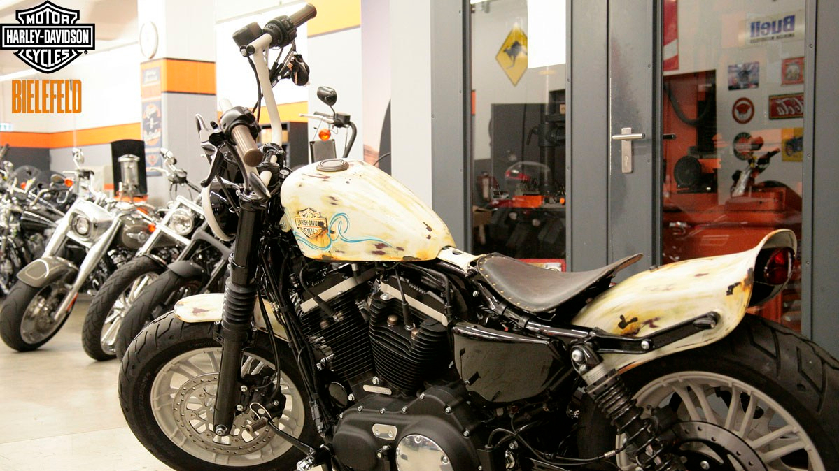 H-D Bielefeld Custom mit Parts aus der BRASS Collection